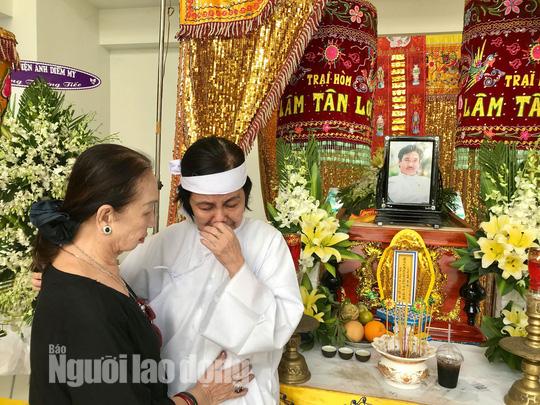 Nguyên thủ tướng Nguyễn Tấn Dũng viếng tang lễ NSƯT Nguyễn Chánh Tín - Ảnh 3.