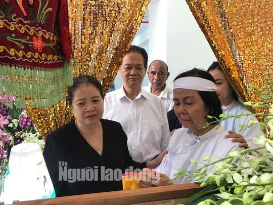 Nguyên thủ tướng Nguyễn Tấn Dũng viếng tang lễ NSƯT Nguyễn Chánh Tín - Ảnh 2.