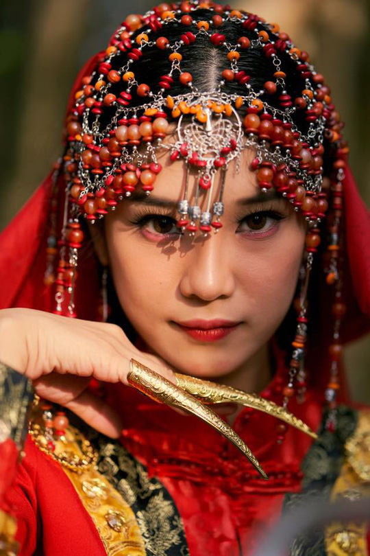 Bán nhà làm MV 5 tỉ, Hoàng Yến Chipi bị tố copy phim Đông cung - Ảnh 4.