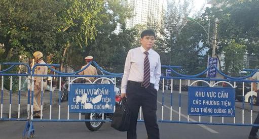 An ninh thắt chặt tại phiên tòa xét xử vợ chồng luật sư Trần Vũ Hải - Ảnh 1.