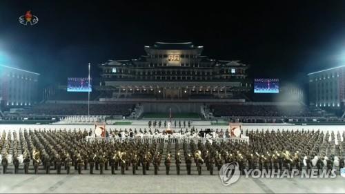 Triều Tiên trình làng hàng khủng mới trong lễ duyệt binh tờ mờ sáng - Ảnh 5.