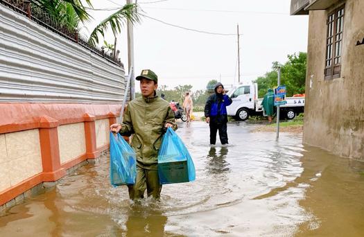 Toàn cảnh lũ lụt kinh khủng ở Thừa Thiên - Huế - Ảnh 10.