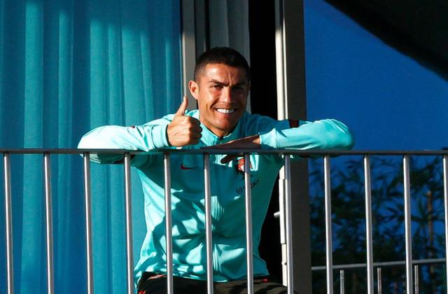 Về Turin cách ly Covid-19, Ronaldo tuyên chiến với Bộ trưởng thể thao Ý - Ảnh 2.