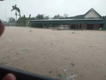 Hồ Kẻ Gỗ xả lũ, Hà Tĩnh sơ tán khẩn cấp gần 15.000 hộ dân - Ảnh 6.
