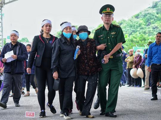 Xúc động lễ tang liệt sĩ, Thiếu tướng Nguyễn Hữu Hùng tại quê nhà - Ảnh 12.