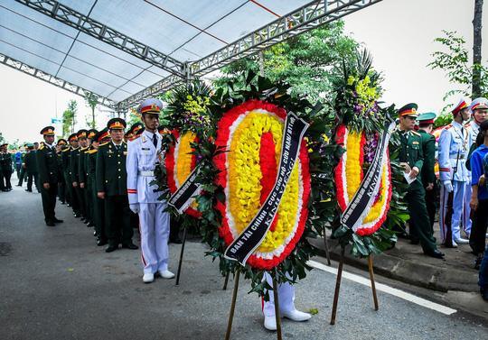 Xúc động lễ tang liệt sĩ, Thiếu tướng Nguyễn Hữu Hùng tại quê nhà - Ảnh 15.