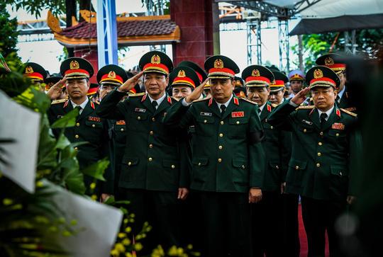 Xúc động lễ tang liệt sĩ, Thiếu tướng Nguyễn Hữu Hùng tại quê nhà - Ảnh 16.
