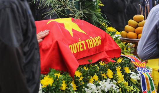 Xúc động lễ tang liệt sĩ, Thiếu tướng Nguyễn Hữu Hùng tại quê nhà - Ảnh 18.