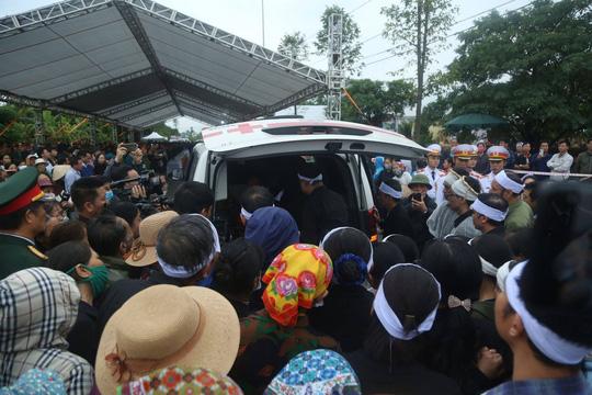 Xúc động lễ tang liệt sĩ, Thiếu tướng Nguyễn Hữu Hùng tại quê nhà - Ảnh 5.