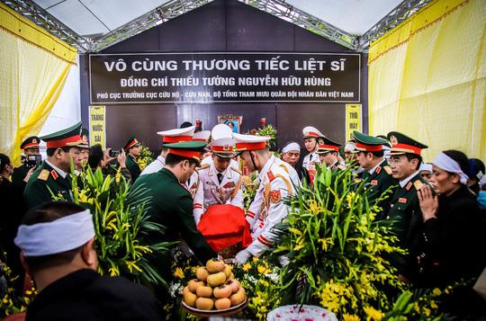 Xúc động lễ tang liệt sĩ, Thiếu tướng Nguyễn Hữu Hùng tại quê nhà - Ảnh 7.
