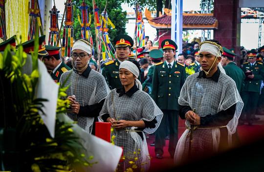 Xúc động lễ tang liệt sĩ, Thiếu tướng Nguyễn Hữu Hùng tại quê nhà - Ảnh 9.