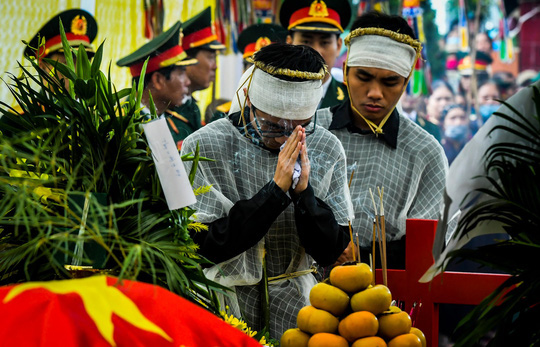 Xúc động lễ tang liệt sĩ, Thiếu tướng Nguyễn Hữu Hùng tại quê nhà - Ảnh 10.