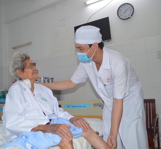 Nhờ phương pháp mới, cụ bà 85 tuổi gãy 2 xương đùi bình phục ngoạn mục - Ảnh 2.