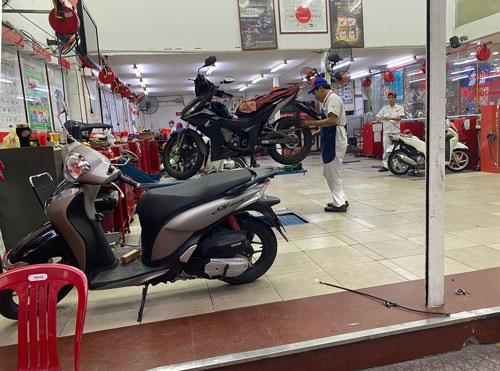 Vài lưu ý khi sử dụng xe máy trong mùa mưa - Ảnh 1.