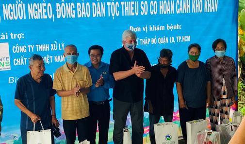 VWS chăm sóc sức khỏe cho 300 hộ dân ở huyện Bình Chánh - Ảnh 1.