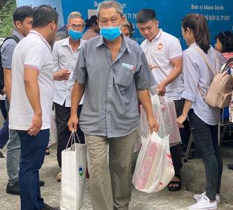 VWS chăm sóc sức khỏe cho 300 hộ dân ở huyện Bình Chánh - Ảnh 3.