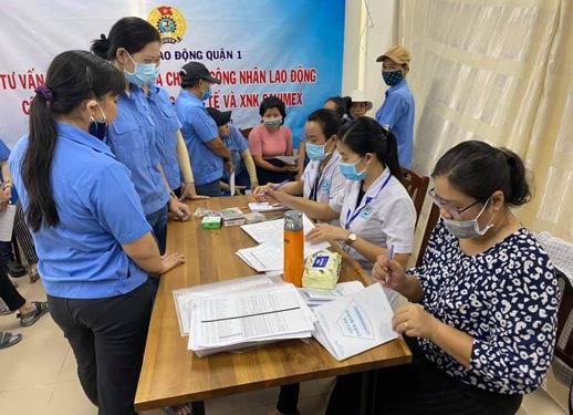 19.000 lượt nữ CNVC-LĐ được khám bệnh - Ảnh 1.
