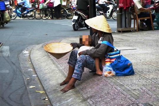 Quảng Bình: Cấm dụ dỗ, ép buộc trẻ em người lang thang… đi xin ăn - Ảnh 1.