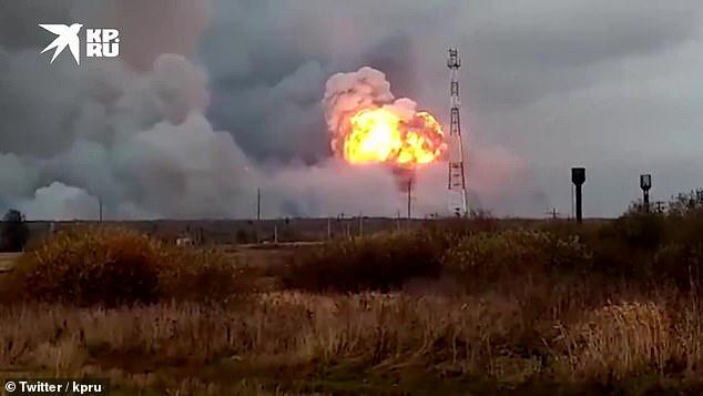Nổ lớn ở căn cứ quân sự Nga, 14 ngôi làng sơ tán khẩn cấp - Ảnh 2.
