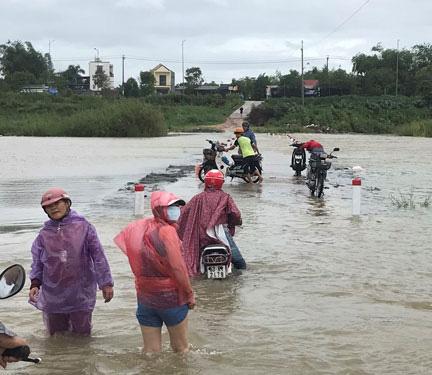 Thủ tướng: Sẵn sàng cứu hộ, cứu nạn và khắc phục kịp thời hậu quả mưa lũ - Ảnh 1.