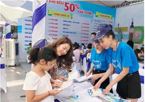 Giảm giá tour, vé máy bay đến 50% trong ngày hội Khuyến mại du lịch Hà Nội - Ảnh 1.