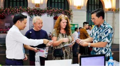 Giảm giá tour, vé máy bay đến 50% trong ngày hội Khuyến mại du lịch Hà Nội - Ảnh 3.