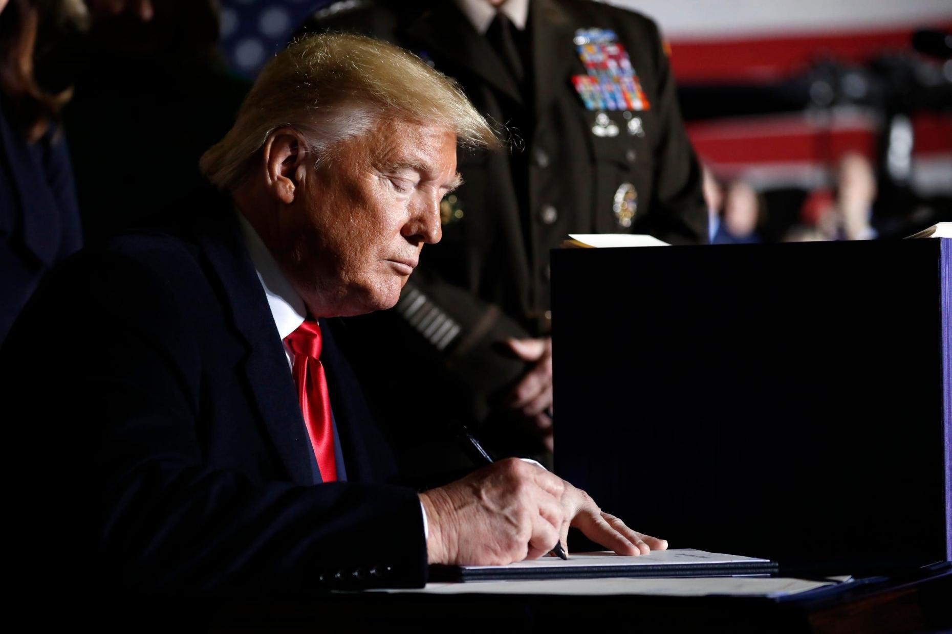 [eMagazine] Nhiệm kỳ đầu của ông Donald Trump tại Nhà Trắng: Thắng và thua - Ảnh 4.