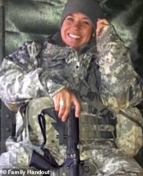 Nữ quân nhân Mỹ tự tử vì bị đồng nghiệp cưỡng hiếp tập thể - Ảnh 4.