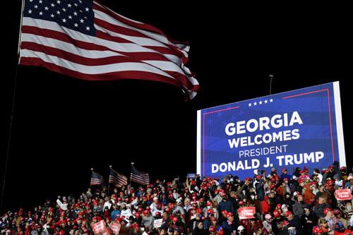 Bầu cử Mỹ quyết liệt đến phút chót - Ảnh 1.