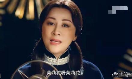 Ở tuổi 52, Lưu Gia Linh bị ném đá khi hóa thân thành thiếu nữ - Ảnh 1.
