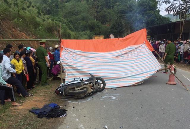 Ôtô 7 chỗ vượt xe đầu kéo, tông tử vong 2 người phụ nữ - Ảnh 1.