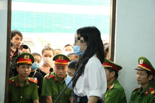 Lời khẩn cầu của nữ điều dưỡng trong vụ cựu bác sĩ da liễu bị tố hiếp dâm - Ảnh 3.