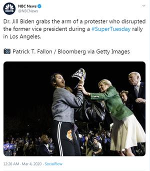 Có người lao tới ông Biden, bà Jill lập tức chắn trước mặt chồng! - Ảnh 2.