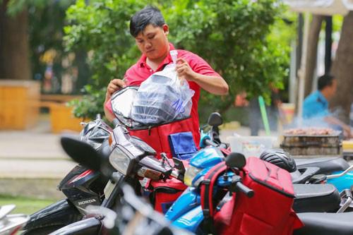 Một khách hàng đặt đơn hàng hơn 100 ổ bánh mì trong ngày 12-12 - Ảnh 1.