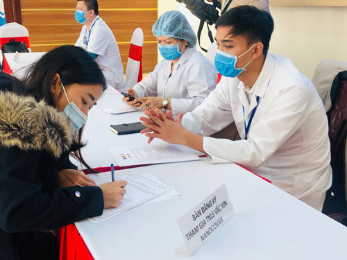 Hôm nay, Việt Nam tiêm vắc-xin Covid-19 trên người - Ảnh 1.