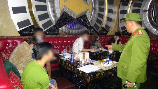 27 nam nữ phê ma túy trong quán karaoke ở Tam Kỳ - Ảnh 3.