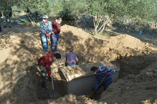 Theo dõi tội phạm, phát hiện mộ cổ 2.300 năm và kho báu gây choáng váng - Ảnh 2.
