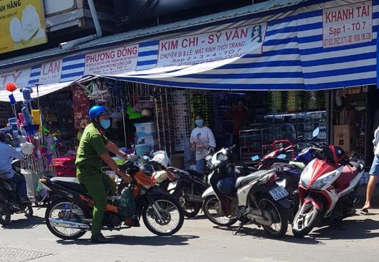 TP HCM: Trưởng Ban quản lý chợ Kim Biên bị đâm chết - Ảnh 1.