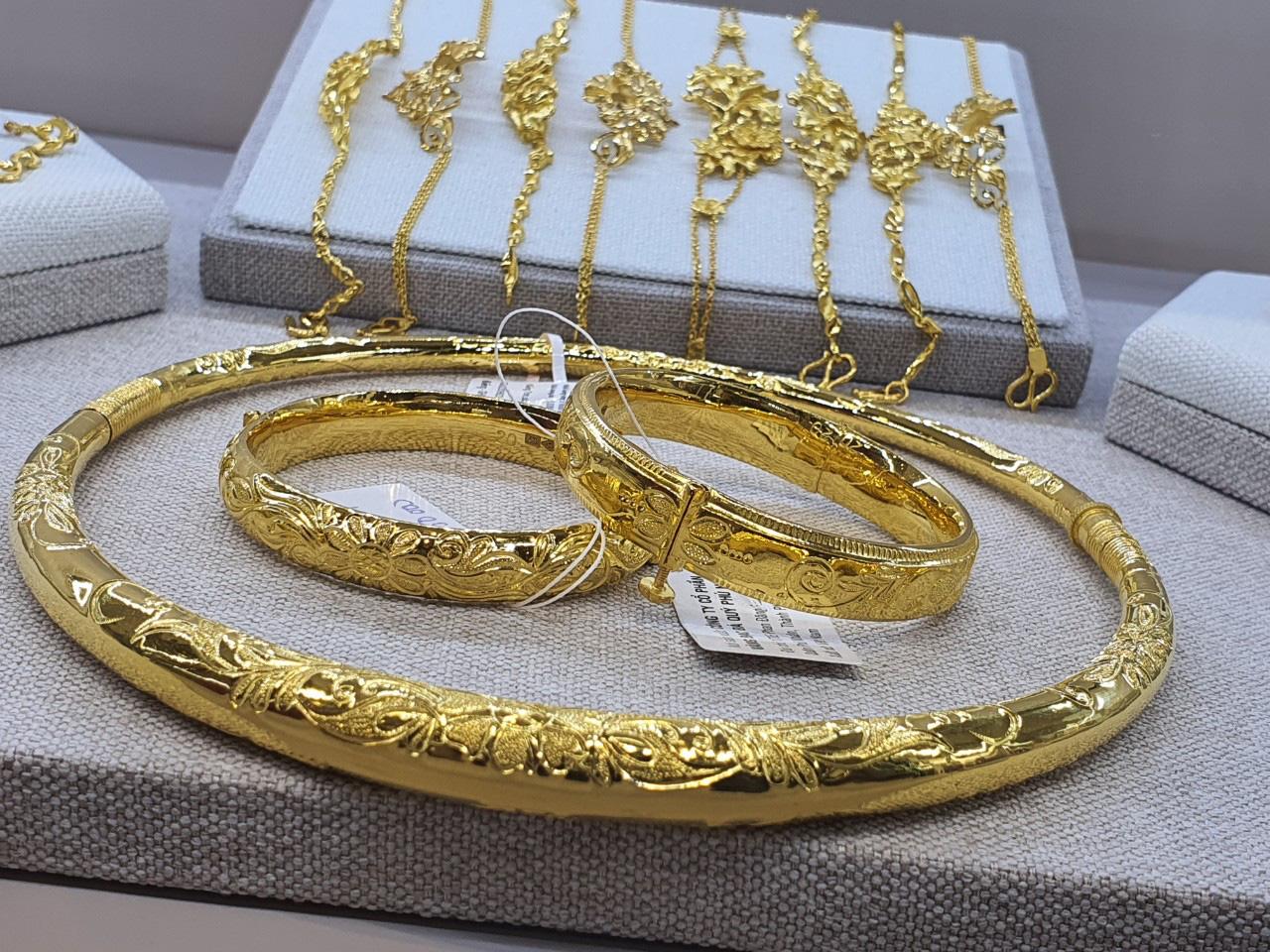 [eMagazine] Giá vàng đảo điên, nhà đầu tư run tay, vàng lậu rình rập - Ảnh 16.