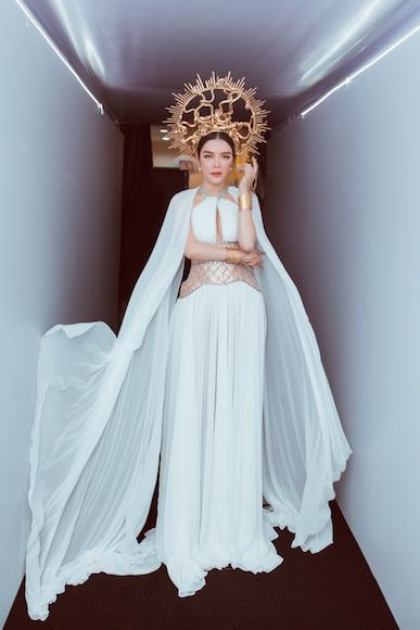 Lý Nhã Kỳ gợi cảm trên thảm đỏ Tuần lễ thời trang quốc tế Việt Nam - Ảnh 5.