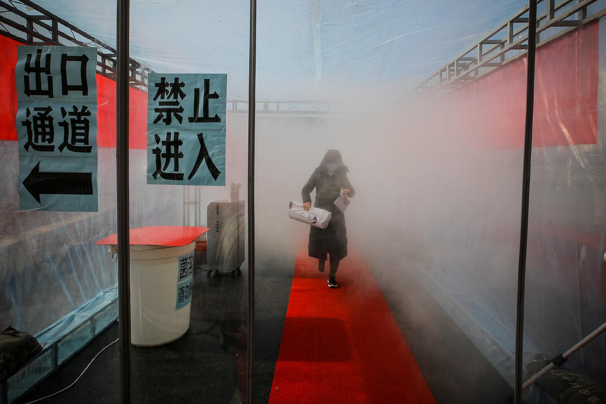 [eMagazine] - Toàn cảnh về dịch bệnh virus Vũ Hán và con số 1.355 người chết - Ảnh 7.