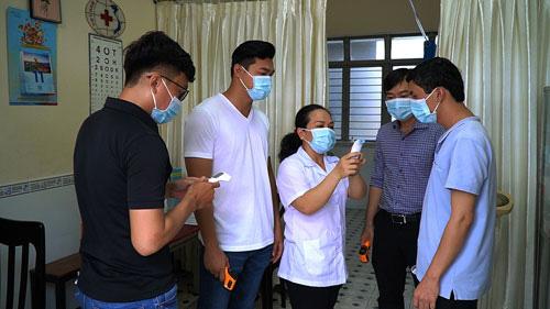 Học sinh, sinh viên tiếp tục nghỉ học đến hết tháng 2 để ngừa dịch bệnh - Ảnh 1.