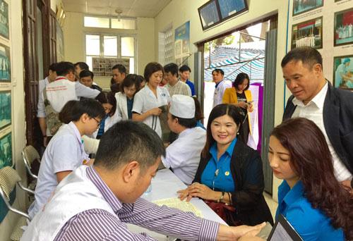 Hà Nội: Vận động CNVC-LĐ hiến máu cứu người - Ảnh 1.