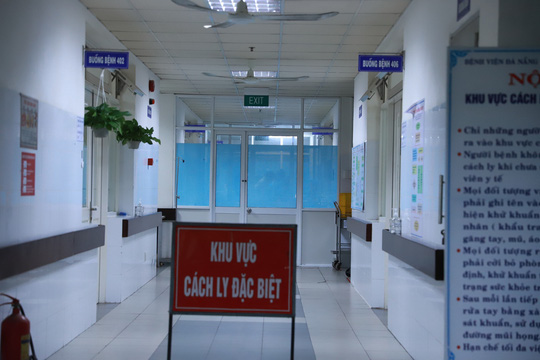 2 du khách Anh mắc Covid-19 ở Đà Nẵng: Kết quả xét nghiệm lần 2 âm tính - Ảnh 1.