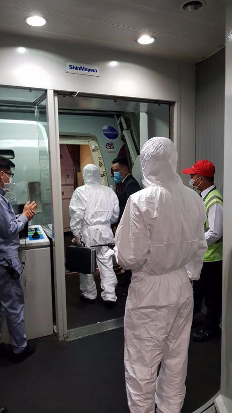 Cận cảnh xử lý chuyến bay có hành khách đi tàu Westerdam quá cảnh Tân Sơn Nhất - Ảnh 1.