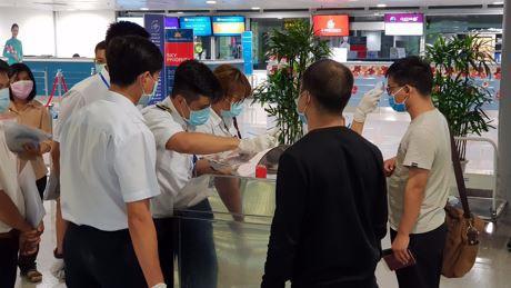 Cận cảnh xử lý chuyến bay có hành khách đi tàu Westerdam quá cảnh Tân Sơn Nhất - Ảnh 2.