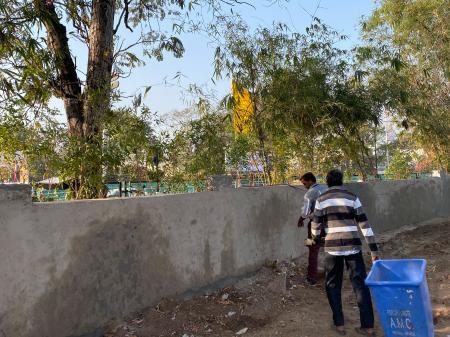 Ông Trump viếng thăm, Ấn Độ xây tường thần tốc che khu ổ chuột? - Ảnh 1.