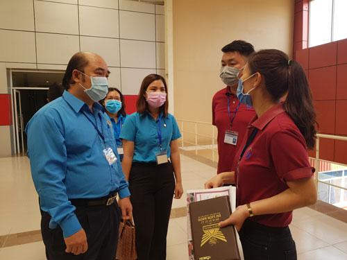 Công đoàn tích cực tham gia phòng chống dịch bệnh Covid-19 - Ảnh 1.