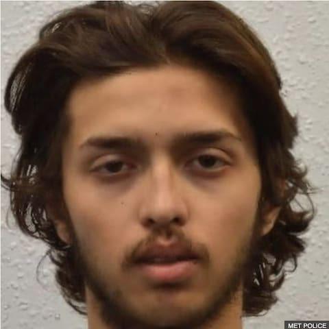 Anh: Bắn hạ kẻ khủng bố xúi giục bạn gái chặt đầu cha mẹ - Ảnh 1.
