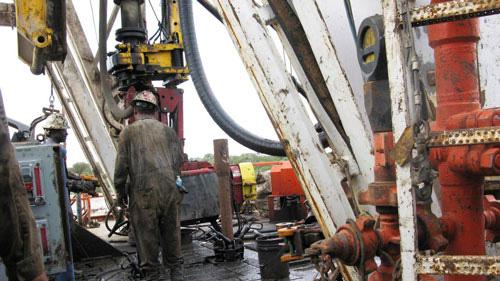 Đằng sau cuộc chiến giá dầu Ả Rập Saudi - Nga - Ảnh 1.